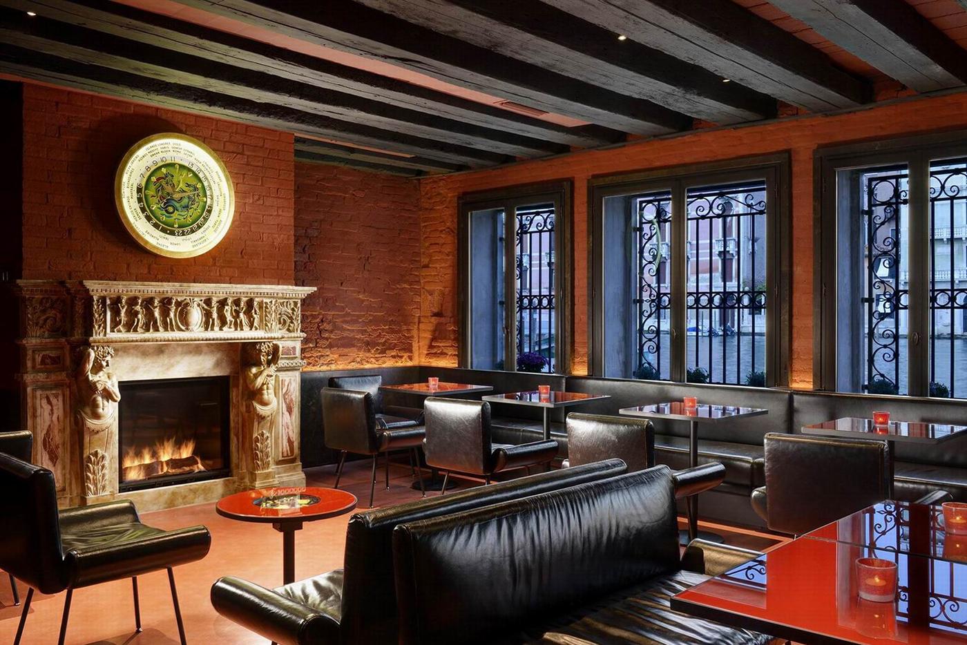 hotel l 39 orologio fabbri services italy. Black Bedroom Furniture Sets. Home Design Ideas